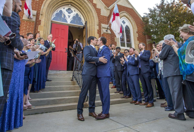 Buttigieg Newlyweds kiss for the cameras Mayor Pete and Chasten on their wedding day 06 15 18 Robert Franklin SB Star Tribune