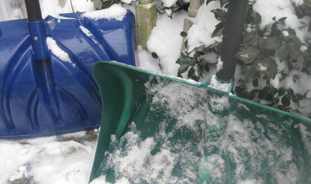 2020 12 18 Hardworking snow shovels - Edited