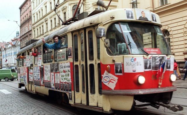 History Velvet Revolution Prague Waving from the tram December 1989  Lumobir Kotek AFP via the Independent  - Edited