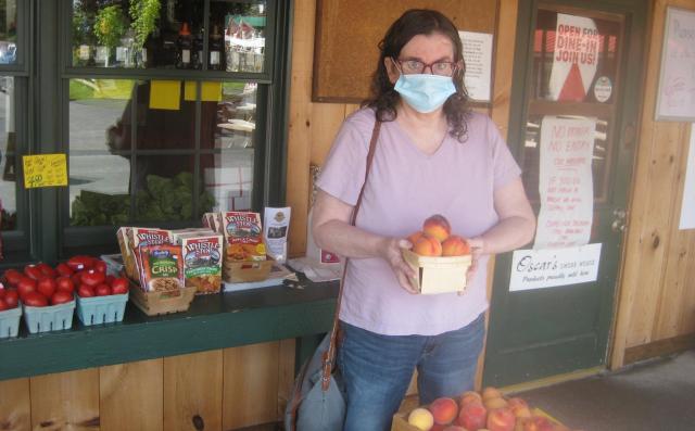 2020 08 18 Niskayuna Lake Side Farm Aint she a peach - Edited (1)