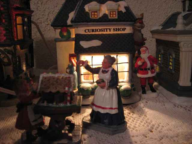 Village_curiosity_shop_lm