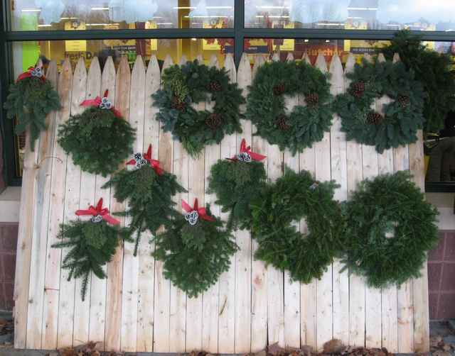 Too_early_wreaths_01